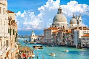 italy-venice-grand-canal-boats-and-santa-maria-della-salute