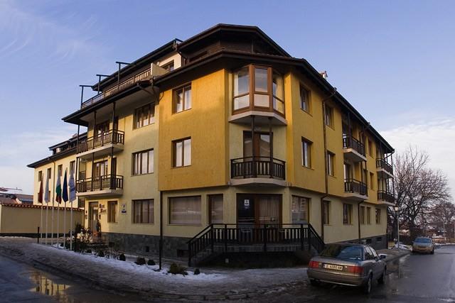 1024x_1491911471-mont-blanc-bansko-zima-skijanje-zimovanje-01