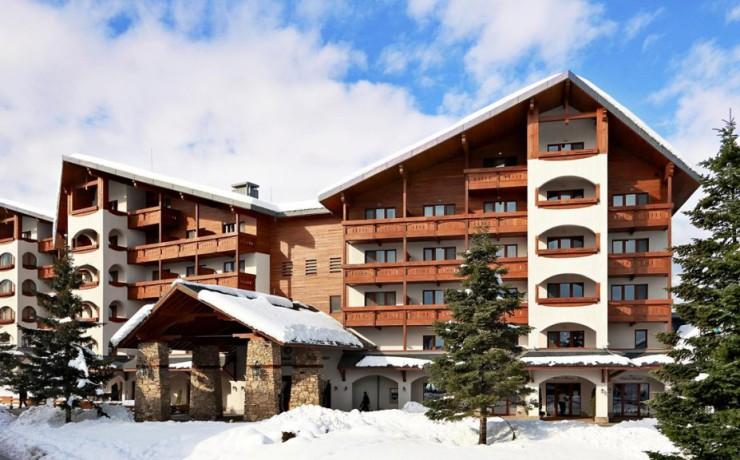 1024x_1507884866-hotel-front-facade-winter