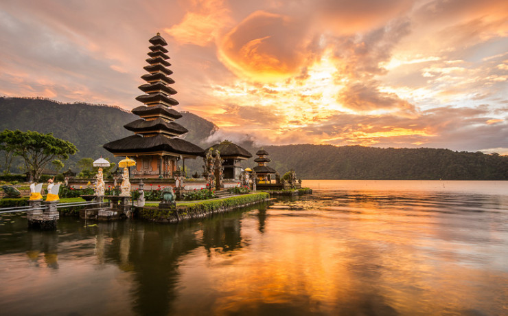 40302664 - pura ulun danu bratan hindu temple on bratan lake bali indonesia